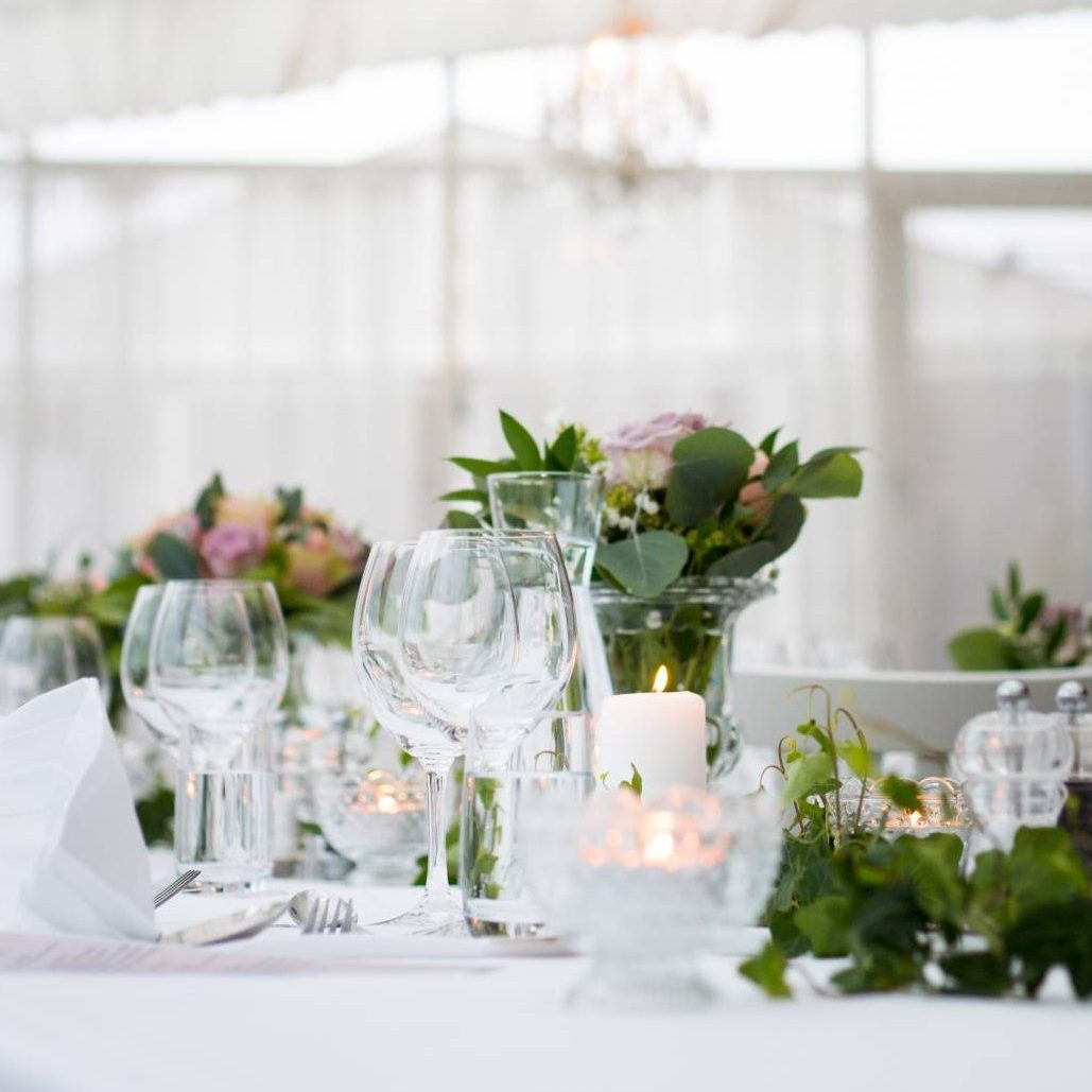 elegant wedding table set-up